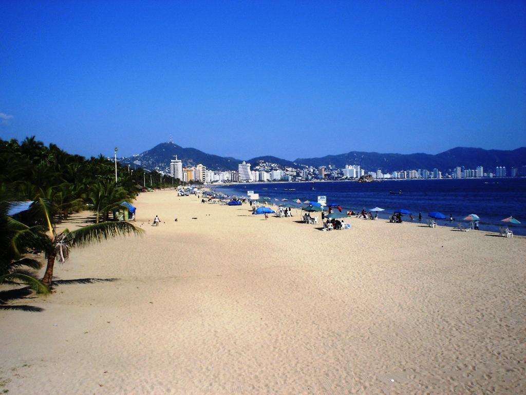 Las 7 mejores playas en acapulco - Fotos de hamacas en la playa ...