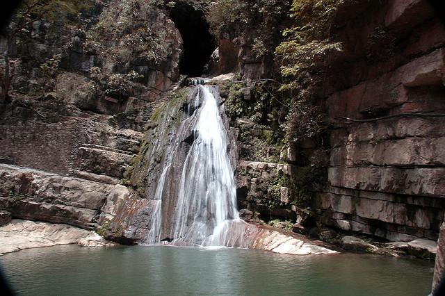 La Cueva y Cascada El Chorreadero