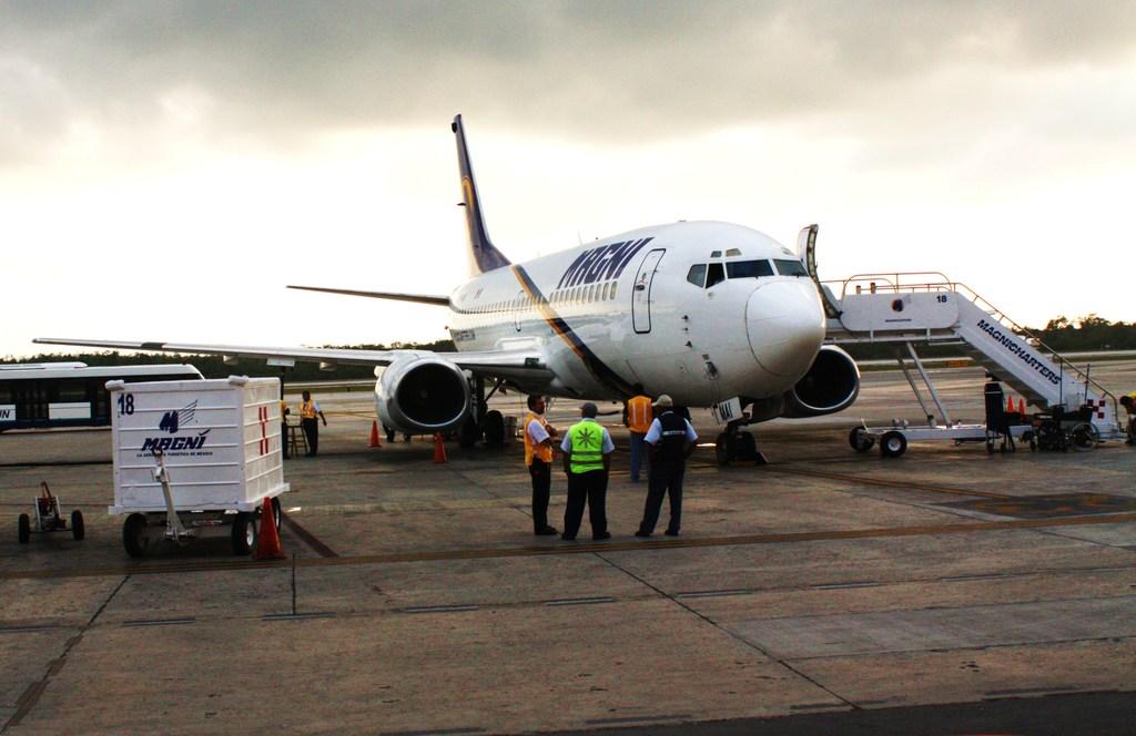 Viajar En Avión Los Hombres Que Viajan En Primera Y: Viajar En Avion