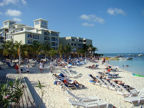 5 hoteles con playas para ir con ni os a canc n for Hoteles con habitaciones comunicadas playa
