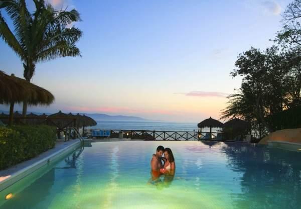 alberca-hotel-the-royal-suites-punta-de-mita-by-palladium