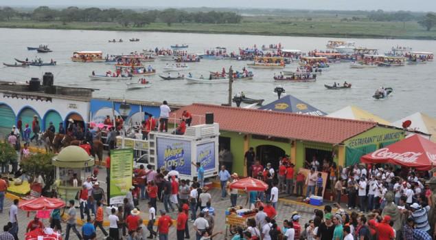Cruzando el Rio en Tlacotalpan