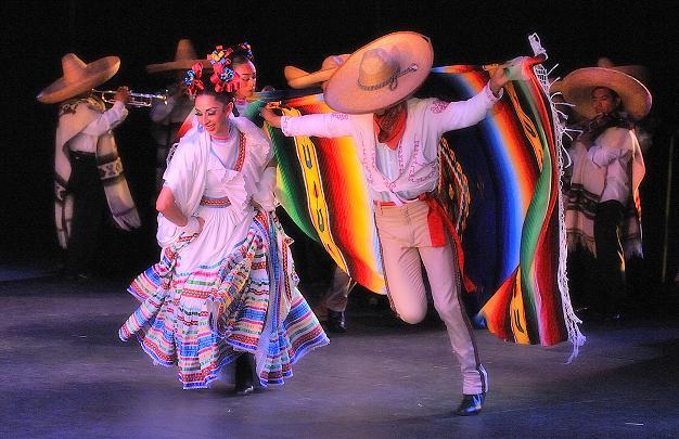 ca9a0af50f 7 Espectaculares Trajes y Bailes Típicos de México