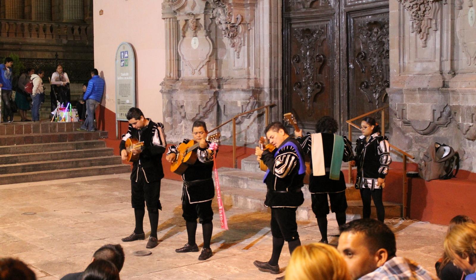 Las Callejoneadas, tradición y diversión en Guanajuato