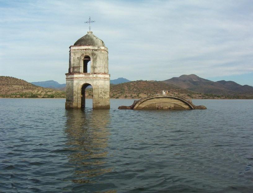 Iglesia sumergida en Michoacan
