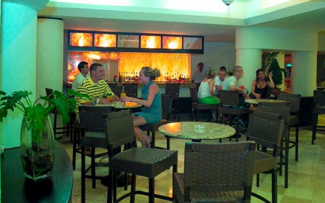 hotel-aquamarina-cancun---bar