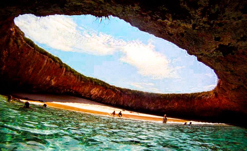islas marietas playa escondida