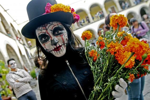 11031117.Guadalajara.Jalisco. Inician las celebración por le día de muertos en Guadalajara esta tarde en la escuela de Artes Plásticas de la Universidad de Guadalajara se realizo un festival en su honor. NOTIMEX/FOTO/LUIS FERNANDO MORENO/FRE/ACE/