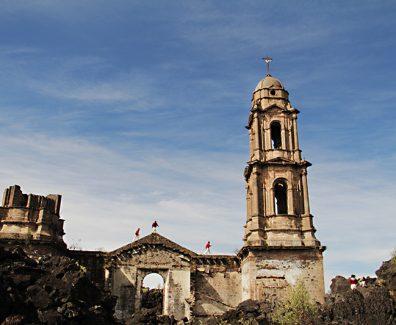 La Iglesia Que Devoró el Paricutín, ¡El Volcán más Joven de México!