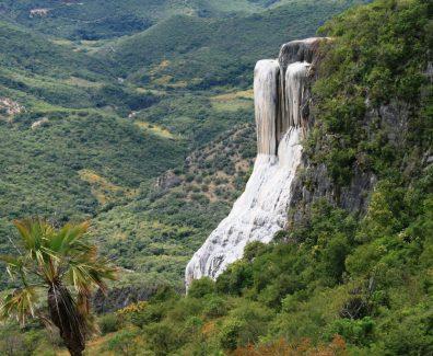 De Oaxaca a Hierve el Agua y al encuentro del Mezcal