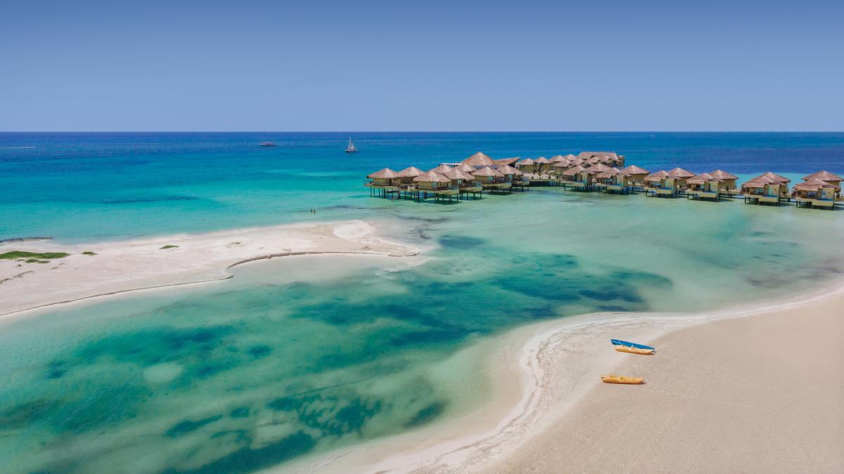 ¡No es Bora Bora! Es Palafitos Overwater Bungalows en la Riviera Maya